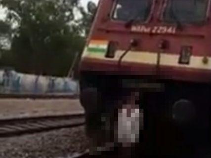 【閲覧注意】人身事故を起こした電車、とんでもない事をやってしまい炎上…(動画)