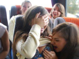 女子高生が修学旅行でふざけて撮影したエロ画像