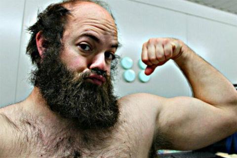【画像】ゴリラみたいな男に「女性ホルモン」注射しまくった結果・・・マジかよこれ
