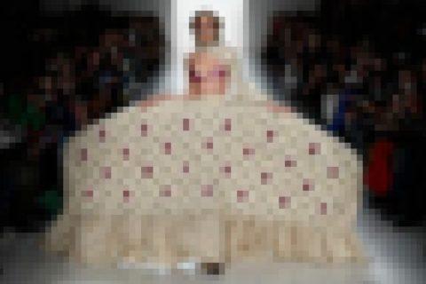 【画像】最新のファッションショーが「モデルのマ●コ見放題」だと話題に・・・これはやばい