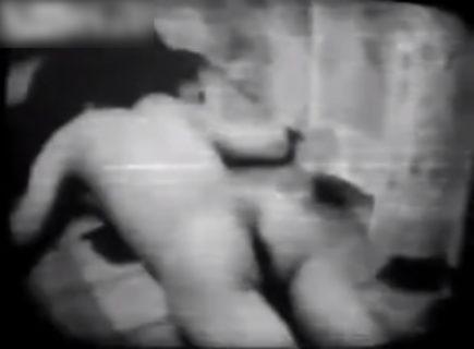 【閲覧注意】日本の10代少女が「全裸でヤバい事やってる」ビデオが海外サイトで話題に