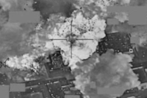 """【閲覧注意】アメリカがISISに空爆 ⇒ ISIS「アメリカの空爆の """"真実"""" をご覧ください…」(動画)"""