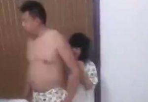【動画】夫が小学生ぐらいの女の子とセ○クスしてる部屋に突入してみた結果・・・
