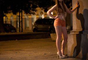 路上売春婦と性行為中に死亡した男性の画像をご覧ください・・・(1枚)