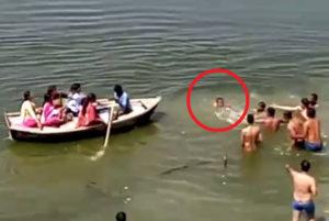 """【動画】川で人が溺れてるのに、その場にいた """"30人"""" 誰も泳げなかった結果・・・"""