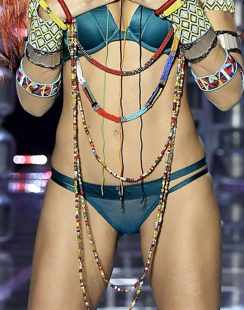 ファッションショーで美人モデルの股間アップにしたら・・・これはラッキー
