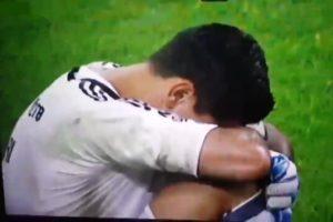 【動画】サッカー代表のゴールキーパーの足が試合中ぐにゃぐにゃになる放送事故