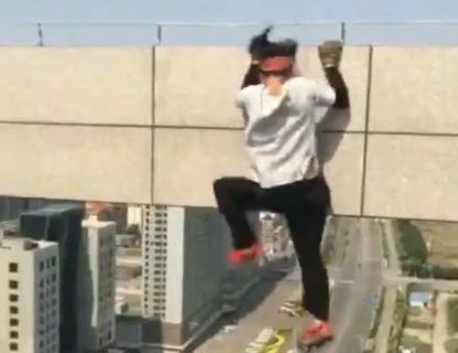 【衝撃映像】DQNの高所スタントで「死人が出る瞬間」、世界中で話題に
