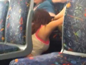 【動画あり】レズビアン2人さん、電車内でセックスしてしまうwwwwww