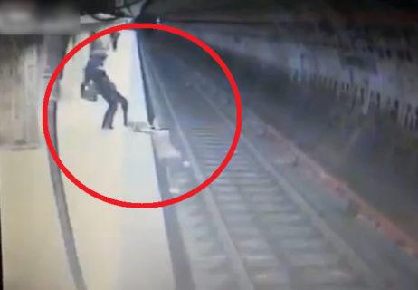 【閲覧注意】女子高生、駅のホームで障害者に突き落されぐるぐるぐるぐる…(動画あり)