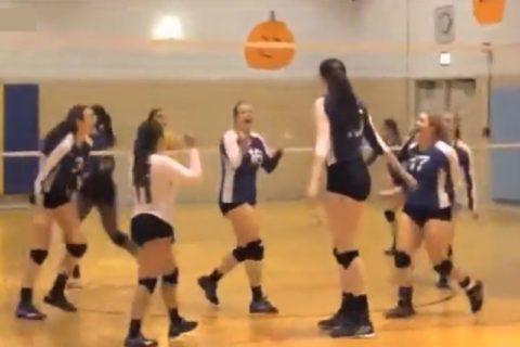 【動画】女子高生バレーで身長202cmの選手が試合に出た結果wwwwww