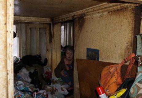 【閲覧注意】近所で有名なゴミ屋敷。ガチでヤバイ生物が住んでいた・・・(画像あり)