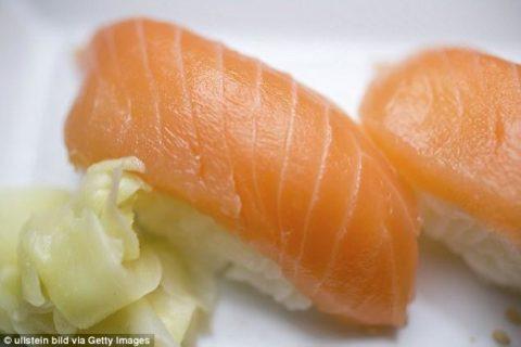 【閲覧注意】外国人が「日本の寿司を二度と食べない」理由がこれです…(画像あり)