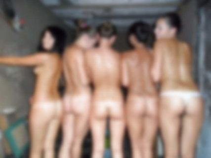 【エロ注意】海外の美少女達が集まるサウナwwwこれもう天国だろwww(画像あり)