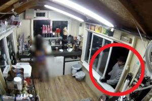【動画】ビキニカフェの夜間バイト女店員、案の定レイプされる