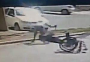 【地獄】街中で車椅子の男性がめった刺しにされ殺害される事件が発生。動画がヤバイ