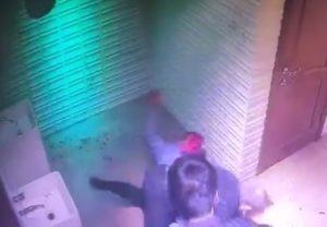【閲覧注意】DQNが集まるクラブのトイレに監視カメラ仕掛けた結果・・・・・