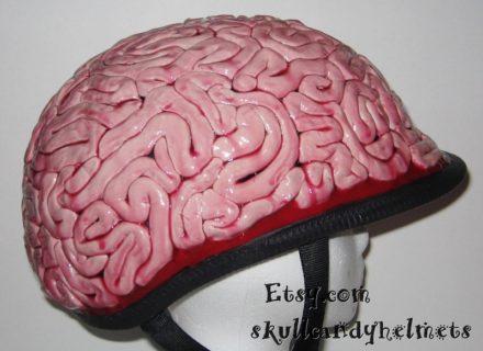 【閲覧注意】今事故現場にいるんだが、ヘルメットの中で女性の頭が爆発してる