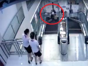 【閲覧注意】エスカレーターに人が殺される動画・・・・・