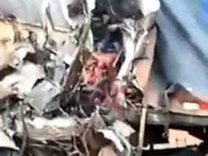 【閲覧注意】トラック2台の正面衝突…人間が人間じゃなくなる…(動画あり)