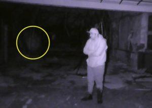 【恐怖】廃墟となった空軍基地で撮影された幽霊がヤバイ。第二次世界大戦の亡霊か