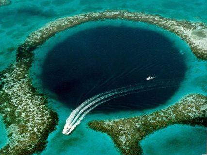 【閲覧注意】「あの画像」で有名なブルーホール。絶対に海底まで潜ってはいけない理由…(動画あり)