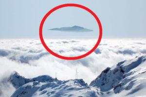【衝撃】標高3000mの山の頂上で、見ちゃいけないものものを見てしまった…(動画あり)