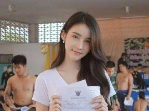 """【画像あり】タイの徴兵検査に """"世界一可愛いニューハーフ"""" が現れた結果wwwwww"""