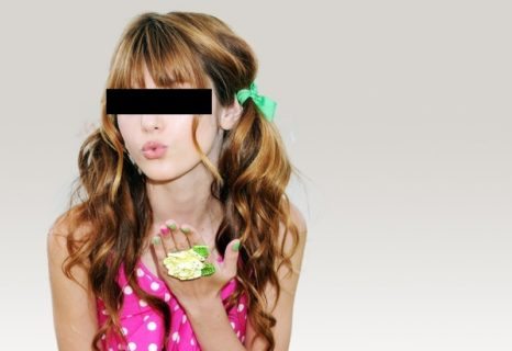 【衝撃】人気アイドル(20)の乳首画像が激写される!めちゃくちゃピンクだった…