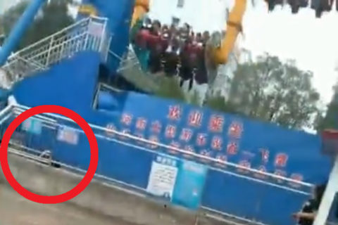 【閲覧注意】5日前、遊園地のアトラクションで人が死亡した瞬間の映像がヤバい