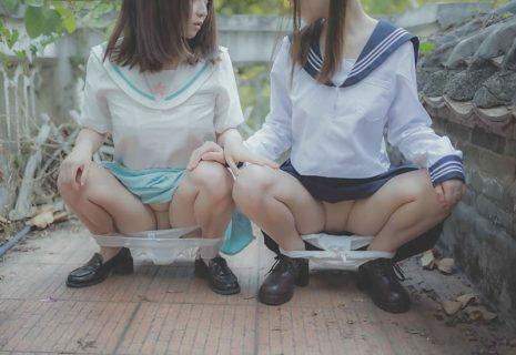【エロ注意】日本の女子高生2人の無修正エロ画像、海外サイトで神クラスだと話題に