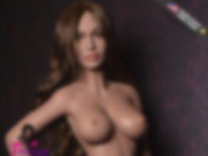 【画像】あの超美人女優にそっくりなセ○クス人形が発売される・・・・・