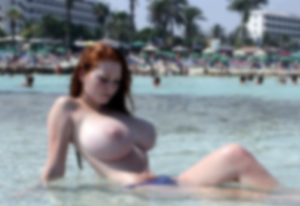 【エロ注意】ヌーディストビーチに男を大興奮させる超爆乳美女が現れてしまう…(画像あり)