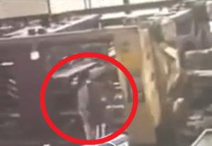 【閲覧注意】工場で女性作業員が即死する瞬間がヤバイと話題に・・・(動画あり)