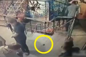 【閲覧注意】人混みに手榴弾投げた結果… ほとんどの人が手榴弾と理解できず…(動画あり)