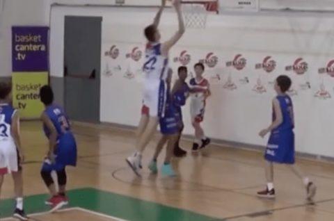 【無双】小学生バスケットボール大会に2m13cmの小学生が参加した結果wwwww(動画あり)