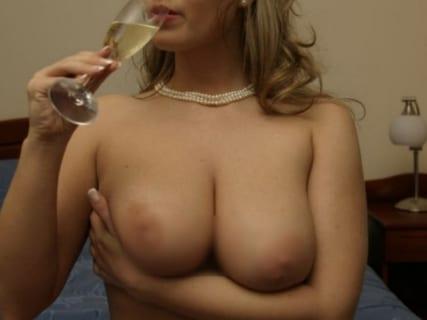 【画像】こういうスケベそうな人妻に精液を搾り取られたい奴wwwwww