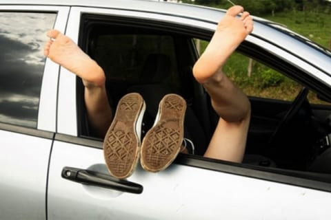 【画像・動画あり】渋滞で我慢できなくなったカップル、カーセ○クスしてしまうwww