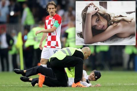 【エロ注意】ワールドカップ決勝で乱入した女、「脱いだら凄かった」と話題に(画像あり)