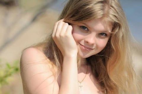 【画像】美人女子高生(18)、卒業した途端 無修正エロ写真をバラまかれてしまう・・・