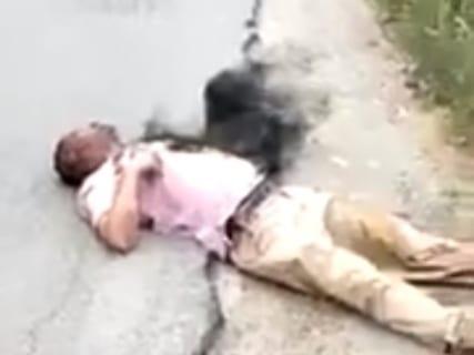 【閲覧注意】事故で死にかけている男性の隣に黒い物体・・・「死神なのでは」と話題に