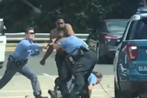 """化け物かよ…。警察官4人がかりで銃を使っても制圧できない """"巨大外国人"""" の映像が話題に"""