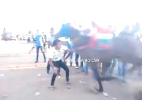 【衝撃】競馬場のコースに侵入した男、一瞬で死亡・・・・・(動画あり)