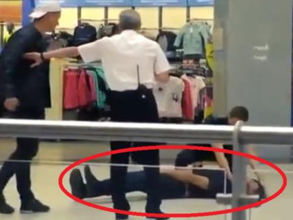 【神技】ショッピングモールで男同士がケンカ ⇒ とんでもないKOの瞬間をご覧くださいwww