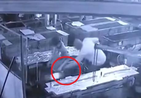 【衝撃】エアコンプレッサーで肛門に空気注入され内臓破裂した作業員の映像が公開される