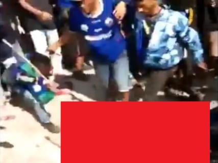 【閲覧注意】サッカーのサポーター、ライバルチームのサポーターを殺してしまう(動画あり)