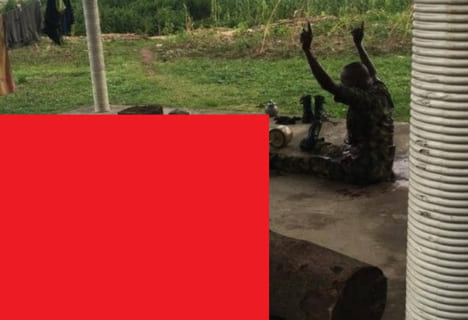【閲覧注意】ナイジェリア軍人同士のケンカやべぇえええええ・・・(画像あり)