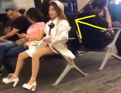 【激写】女さん、我慢できず自分のマ●コの匂いを確認してしまうwww(動画あり)