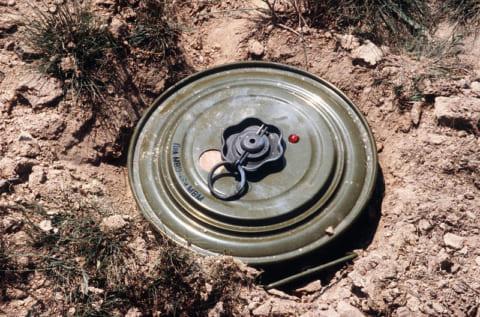"""【超!閲覧注意】""""対戦車地雷"""" を人間が踏んだらこうなる(画像あり)"""