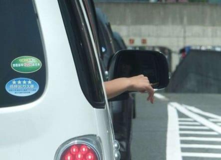 【閲覧注意】車の窓から手を出していたDQN。対向車にバキバキにされこうなる(画像あり)